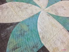 A journey in quilting: Quick Curve Ruler Fun Poinsettia by Sew Kind of Wonderful