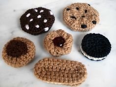 This pattern makes five different types of cookies! Chocolate chip, peanut butter chocolate drop, jelly cookie, or sandwich cookie (round or oblong)…either way, they all look yummy!
