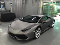 Huracan finished in a stunning satin grey paint
