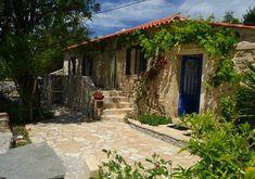 Migliori Ospitalità Eco-Friendly in Grecia - Ecobnb Small Hotels, Glamping, Pergola, Eco Friendly, Outdoor Structures, Patio, Outdoor Decor, Home Decor, Greece