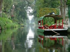 Tourism in real mexico - english version: xochimilco canals, floating gardens, with flowers, adorned with trajineras inviting you to visit sites Federal District's most picturesque. The Beautiful Country, Beautiful Places, Places Around The World, Around The Worlds, Aztec Ruins, Floating Garden, Voyage Europe, Famous Places, Mexico City