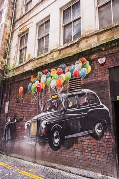 Glasgow Artists and their Best Murals | The Travel Tester - Balloons, Mitchell Street.