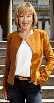 Replacement: Sian Williams is being eyed-up succeed for Christine Bleakley on Daybreak Mature Women Hairstyles, Short Hairstyles For Thick Hair, Medium Bob Hairstyles, Pixie Haircuts, Curly Hairstyles, Wedding Hairstyles, Tv Presenters Uk, Sexy Older Women, Sexy Women