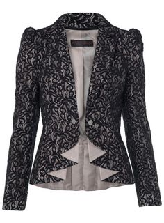 Love the taylored look of this jacket.