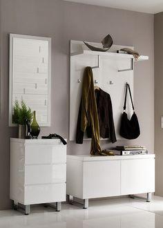 Garderobe komplett Set 2 Weiß Hochglanz 4691. Buy now at https://www.moebel-wohnbar.de/garderobe-komplett-set-2-weiss-hochglanz-4691.html