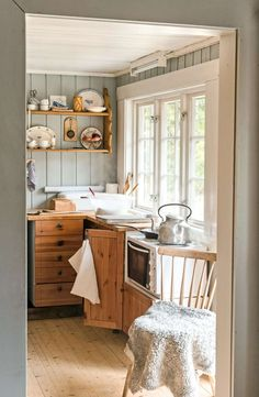 Swedish Style, Scandinavian Style, Mountain Cottage, Cottage Interiors, Country Living, Kitchen Island, Farmhouse, Cozy, Cabin