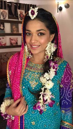 Sanam Jung on her Mayun Pakistani Party Wear Dresses, Bridal Mehndi Dresses, Indian Gowns Dresses, Pakistani Girl, Pakistani Actress, Pakistani Bridal, Pakistani Culture, Mehndi Pictures, Indian Fashion