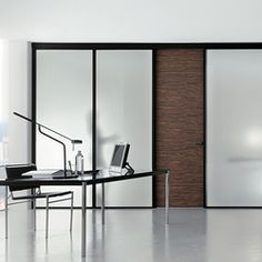 Glass: Madras® Lino, 10 mm, extraclear, tempered. Plate sizes: 3210 x 2250 mm Application: sliding partition wall