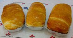 Fazer pão é uma arte. Antigamente os pães eram assados em fornos de barro. Hoje com a praticidade da vida urbana, podemos fazer pão caseiro no forno de um fogão normal. Tem gosto e cheiro de infância feliz. Ingredientes: 1 kilo de farinha de trigo 2 sachês de fermento biológico seco de 10g. 500 ml de água bem morninha.