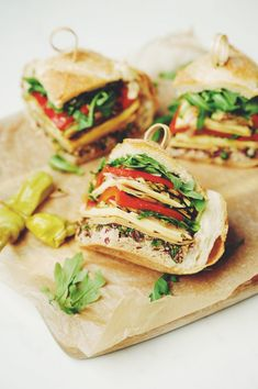 Layer up vegan deli ingredients on fresh sourdough for the perfect picnic companion. This vegan muffaletta is a the perfect beach day companion! Lunch Recipes, Vegan Recipes, Vegan Meals, Vegetarian Lunch, Muffaletta Recipe, Zucchini Vegetable, A Food, Food And Drink, Vegan Cookbook
