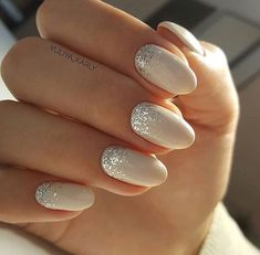False nails have the advantage of offering a manicure worthy of the most advanced backstage and to hold longer than a simple nail polish. The problem is how to remove them without damaging your nails. Trendy Nails, Cute Nails, Fancy Nails, Hair And Nails, My Nails, Nail Polish, Bride Nails, Beautiful Nail Designs, Elegant Nail Designs