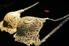 It took six months to create and features the sophisticated craftsmanship of Chinese jewellery master, Zou NingXin.