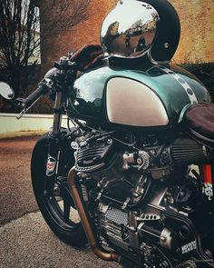 Vintage, veteran, popular and Vintage Motorcycles - Our team will sell bicycles of a special style! Cx500 Cafe Racer, Honda Scrambler, Honda Cx500, Cafe Racer Bikes, Cafe Racers, Vintage Bikes, Vintage Motorcycles, Custom Motorcycles, Vintage Cars
