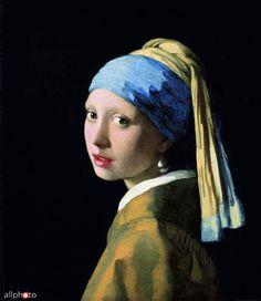 Dívka s perlou Johannes, Jan nebo Johan Vermeer (1632 - 1675). Holandský malíř. Maloval s oblibou život a běžné žánrové situace v domácnostech měšťanů. Za svého života se mnoho neproslavil a ve své době byl spíše provinčním malířem. Pracoval pečlivě a pomalu, rád pracoval se světlem a používal zářivé barvy s drahými pigmenty. Jeho umění bylo znovuobjeveno v 19. století a od té doby se pomalu stával uznávaným a vyhledávaným malířem. Údajně pracoval s camerou obscura, aby dosáhl věrné…