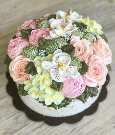 #buttercreamcakes #thecakeblogger #kueulangtahun #kuebandung #kekinian #kuekekinian #bandungjuara #bandung #flowercake #flowerbuttercreamcake #koreanbuttercream #koreancake #birthdaycake #birthdaycakebandung