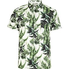 Shop the new range of Men's Shirts from River Island. You'll find a wide range of styles from oxford shirts to muscle fit shirts. Hawaiian Outfit Men, Floral Print Shirt, Floral Shirts, River Island Fashion, Outfit Zusammenstellen, Surf Wear, Summer Suits, Mens Fashion, Fashion Outfits