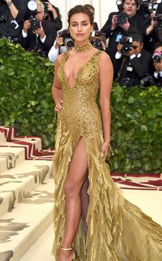 Irina Shayk from 2018 Met Gala Red Carpet Fashion - 2018 Met Gala: Irina Shayk is wearing a gold Atelier Versace dress with feathers. Gala Dresses, Red Carpet Dresses, Nice Dresses, Irina Shayk, Celebrity Red Carpet, Celebrity Style, Met Gala Outfits, Met Gala Red Carpet, Versace Dress