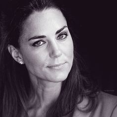 No matter how you look at this picture, Kate is staring at you..awesome! Try it.