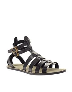 In earl 2002 European trends became increasingly popular in the United States. Not immediately,  but soon after in around 2007, gladiator sandals become the shoe of the moment. Gladiator style is style after almost 6 summer seasons, a go to shoe for most.