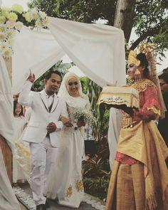 Tari persembahan mengiringi pengantin