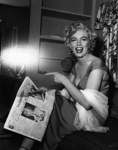 Marilyn Monroe reading an article about herself while on the set of Niagara, 1952.