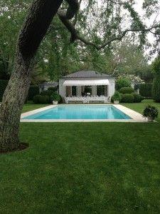 Aerin Lauder's pool in the Hamptons via Habitually Chic. Hamptons House, The Hamptons, Outdoor Landscaping, Outdoor Gardens, Hampton Pool, Small Backyard Pools, Modern Pools, Backyard Paradise, Pool Houses