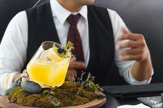 World Class Perú 2017: Hermosa presentación de un cóctel de autor de Jhinmi Kimni de Osso. Resort Spa, Cocktails, Posts, Blog, Author, Sweetie Belle, Craft Cocktails, Messages, Cocktail