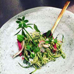Courgette spaghetti @63graden Ethnic Recipes, Food, Salad, Meals