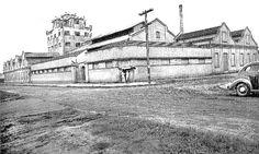 As indústrias de mate da Leão Junior e Cia, no Rebouças. Foto de 1948.