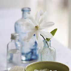 Come pulire le bottiglie di vetro: sale | Donna Moderna