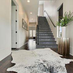 Déco escalier style indsutriel : contremarches escalier effet béton et citation Stair Risers, Stairs, Concrete Staircase, Graffiti, Oeuvre D'art, Urban Design, Decoration, Street Art, Home Decor