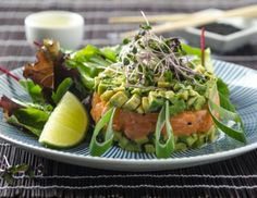 Lachstatar auf Avocadocreme Rezept Mussels, Cobb Salad, Green Beans, Sushi, Cabbage, Food And Drink, Vegetables, Health, Ethnic Recipes