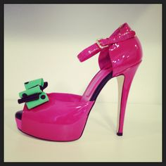Enrico Coveri fuchsia patent leather open toe with mint green polka dot bow. #Coveri #shoes #fashion #EnricoCoveri