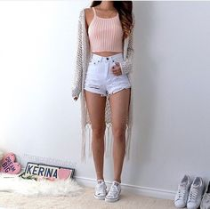 Cute crop tops go so well with cardigans and jean shorts! outfits 25 Cute Crop Tops For Any Body Type - Cute crop tops go so well with cardigans and jean shorts! outfits 25 Cute Crop Tops For Any Body Type - Summer Outfit For Teen Girls, Casual Outfits For Teens Summer, Summer Crop Top Outfits, Summer Fashion For Teens, Cute Summer Outfits For Teens, Stylish Outfits, Dress Summer, White Short Outfits, Summer Concert Outfits