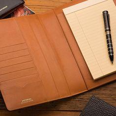 Kožené diáře s vyměnitelnou náplní – ANTORINI® Card Holder, Notebook, Ulice, Wallet, Praha, Products, Notebooks, The Notebook, Purses