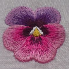 Needle painted pansy, with machine. Thread painting with embroidery machine… Hand Embroidery Flowers, Silk Ribbon Embroidery, Crewel Embroidery, Hand Embroidery Patterns, Embroidery Thread, Cross Stitch Embroidery, Machine Embroidery, Art Textile, Thread Painting