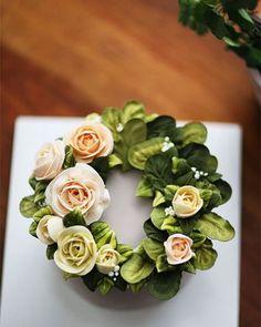 Chinese student's work... royal icing flower cake  #royal #royalicing #royalicingflowers #leaves #flowers #flower #cake #cakes #kissthecake #kissthecook #koreanstyle #koreanbuttercream #instar #peony #peonyflower #rose #roses #roses  #케이크 #케익 #플라워케이크 #플라워 #플라워케익 #키스더케익 #키스더케이크 #로얄아이싱 #로얄아이싱플라워