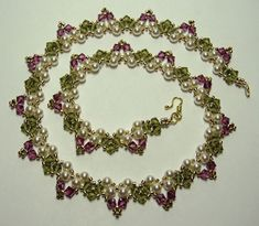 Deb Roberti's free how to for this  Garden Necklace.  Let's think Spring!  from 2007, oldie but goodie.  #Seed #Bead #Tutorials