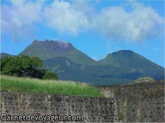 #Soufrière, #Guadeloupe. Le #volcan qui a façonné l'île. Mountains, Nature, Travel, Secret Places, Pathways, Wayfarer, Landscape, Naturaleza, Viajes