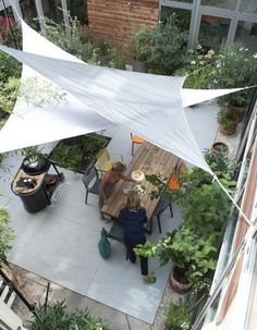 Another example of sun sails. Voile-d-ombrage-triangle-Castorama_reference. Outdoor Rooms, Outdoor Gardens, Outdoor Living, Outdoor Decor, Outdoor Shade, Patio Shade, Segel Im Wind, Sun Sails, Shade Sails