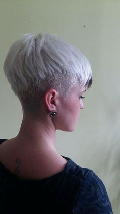 White Pixie Cut, Edgy Pixie Cuts, Pixie Cut Styles, Short Hair Styles, Cool Short Hairstyles, Cool Haircuts, Pixie Hairstyles, Pixie Haircut, Chic Short Hair