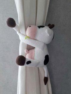 Gordijnhanger Koe - Deze koe zorgt er voor dat het gordijn keurig op zijn plaats blijft als deze is geopend. Leuk voor de baby, of kinderkamer. - Petra's Hobby site