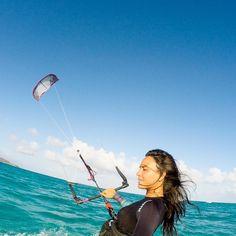The wind blowing on my hair best feeling in the world. Sentir o vento batendo no cabelo amo!  #tedaasas #mysticboarding #diamondseries #kiteboard #kiteboarding #kitesurf #kiitesurfing @airushkites by brunakajiya