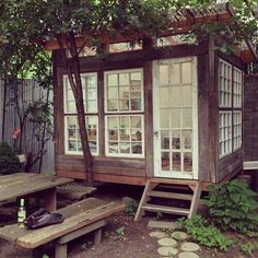 A backyard painting studio in Williamsburg. but I would use it for gardening and… Un atelier de peinture de jardin … Outdoor Spaces, Outdoor Living, Outdoor Office, Backyard Office, Garden Office, Outdoor Sheds, Outdoor Art, Tiny House, Gazebos