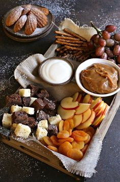 How to Build a Dessert Treat Board Recipe for creating a dessert treat board with cubes of cake, cookies, fresh fruit, dried fruit and sweet caramel and yogurt dips. Plateau Charcuterie, Charcuterie And Cheese Board, Cheese Boards, Yummy Treats, Sweet Treats, Yummy Food, Fall Recipes, Holiday Recipes, Christmas Desserts