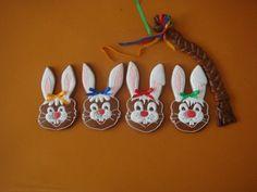 23174 • Zajace - hlavy, korbáč - klikni pre väčšiu veľkosť Easter Cookies, Decorating, Christmas Ornaments, Holiday Decor, Crack Crackers, Essen, Decor, Decoration, Christmas Jewelry