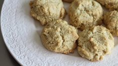 Almond Scones: A cross between muffin tops and Irish soda bread — albeit a sweeter, more moist version — these unique almond scones are a terrific grab-and-go breakfast or snack to have on hand Almond Flour Cakes, Almond Pancakes, Almond Muffins, Almond Recipes, Gluten Free Recipes, Banana Nutella Crepes, Cheesy Leeks, Gf Bread Recipe, Sans Gluten