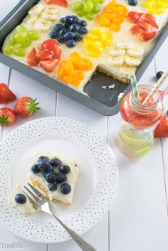 A cake for the summer - fruit salad sheet cake with zucchini ground - Kuchen - Sommer Salad Cake, Fruit Salad, Fruit Fruit, No Cook Desserts, Summer Desserts, Cake Recipes, Snack Recipes, Summer Salads With Fruit, Healthy Fruits