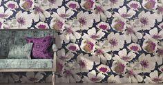 Die Tapete Eden besticht mit ihrem zauberhaften Blütendesign. Die großen Blumen bringen Gemütlichkeit und Sonnenschein in Ihr Zuhause und sind eine ganz besondere Wandverzierung.