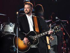 "Star Tracks: Thursday, November 5, 2015 | COUNTRY CUTIE  | Justin Timberlake takes the stage at Wednesday night's CMA Awards in Nashville, where he performed ""Tennessee Whiskey"" alongside New Artist winner Chris Stapleton."